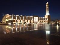 الاستاذ-طارق-الهاشمي-يؤدي-صلاة-الجمعة-في-الدوحة